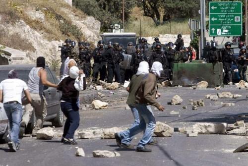 إصابة 17 فلسطينياً في مواجهات مع الاحتلال الإسرائيلي بالضفة الغربية