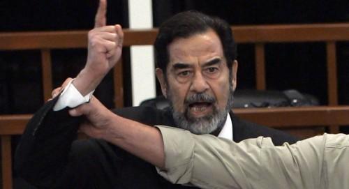"""حقيقة سجن كل من يمجد """" صدام حسين """" بالعراق"""