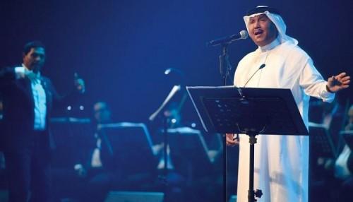 المطرب محمد عبده يتألق في أولى أيام مهرجان فبراير الكويت (فيديو)