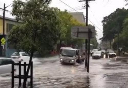 فيضانات غير مسبوقة باستراليا تحتجز المواطنين في منازلهم