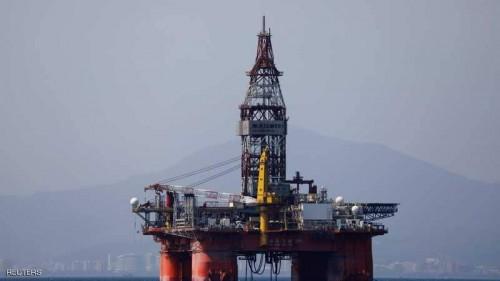 النفط يصل لأعلى معدلاته بـ 64 دولارًا للبرميل متأثرًا بخفض الإنتاج
