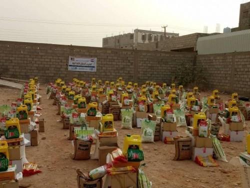 بدعم كويتي.. توزيع 135 سلة غذائية بمدينة عتق