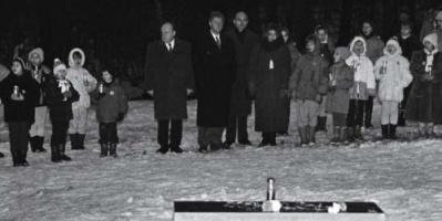 أمريكا تطالب بيلاروسيا بتقديم المسئولين عن تحطيم مقعد كلينتون التذكاري