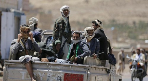 مليشيات الحوثي تدهس شابا في تعز
