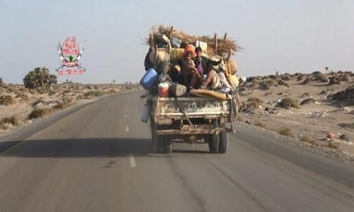 """بطش الحوثيين يُجبر عائلات """"الجبلية"""" على النزوح خارج الحديدة (فيديو)"""