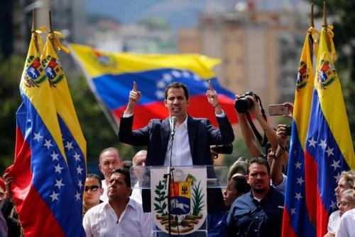 المعارضة الفنزويلية تفتح صندوقاً مصرفياً بأمريكا لإيرادات النفط