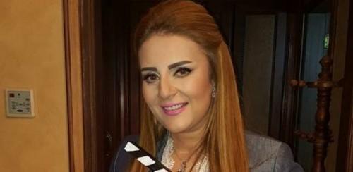 رانيا محمود ياسين تخرج عن صمتها وتنفي دخول والدها مصحة (فيديو)