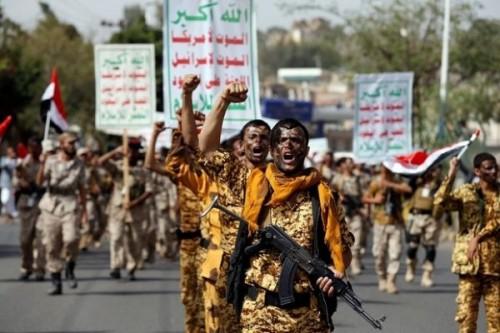 بمكافآت مالية ووعود.. الحوثي يحشد الإعلام لتعويض خسائر الجبهات