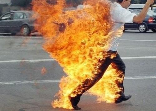 بسبب أزمة المعيشة.. مصرع لبناني بعد إضرام النار في نفسه