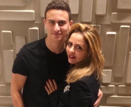 """"""" أنا وأمي """".. ابن النجم أحمد السقا ينشر صورته بصحبة والدته"""