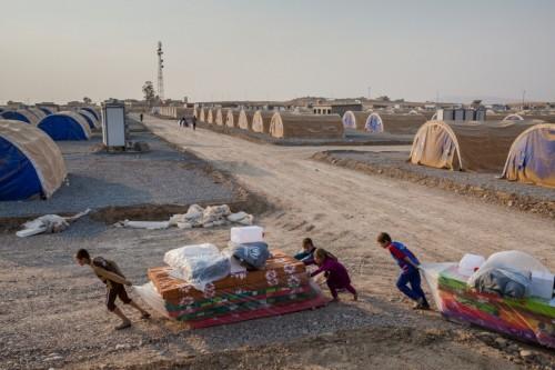 بعد إعادة قاطنيه لبلدانهم.. العراق تغلق مخيم للنازحين