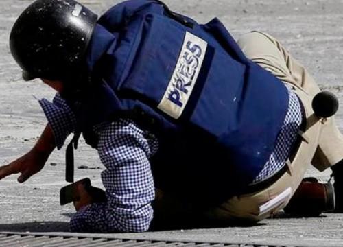 """المليشيات تنتهك """"حرمة القلم"""".. مقولة مالكوم إكس التي تحكم الحوثيين"""