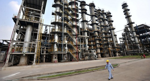 فنزويلا.. شركة النفط الحكومية تنقل حساباتها المصرفية لبنك روسي