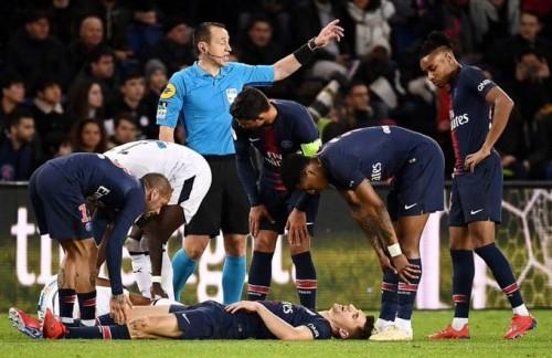 باريس سان جيرمان يعلن إصابة نجمه بارتجاج في المخ
