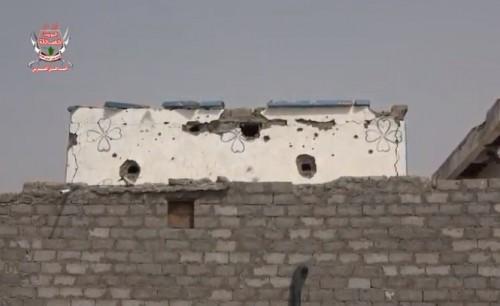 قصف حوثي للمنازل ونزوح جماعي للمواطنين في التحيتا (فيديو)