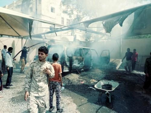 السيطرة على حريق بمعرض لوحات السيارات في كرتير (صور)