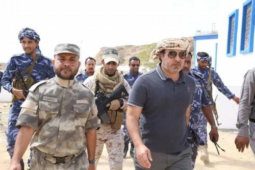 وفد من الداخلية الإماراتية يتفقد سير العمل في مشاريع معسكر النجدة بالمكلا