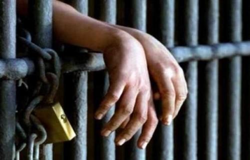 على أيدي الإصلاح.. تعز تتحول من أيقونة الثورة إلى مقر للسجون السرية