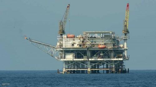 أسواق النفط تشهد انخفاضًا لتباطؤ المحادثات التجارية بين الصين وأمريكا