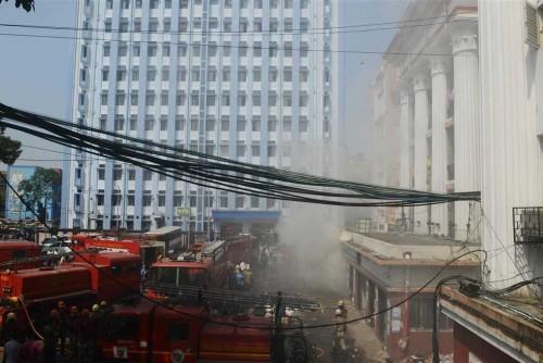 مقتل 17 شخصاً بحريق فندق في نيودلهي الهندية