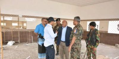 """وكيل """"الداخلية"""" يتفقد مشروع إعادة تأهيل معسكر قوات الأمن الخاصة بعدن"""