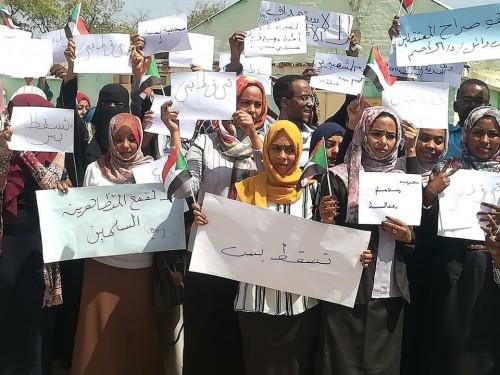 القبض على 14 أستاذا جامعيا في احتجاجات السودان اليوم (صور)