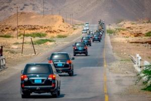 شاهد بالصور وصول موكب قيادات المجلس الانتقالي الى مدينة المكلا بحضرموت