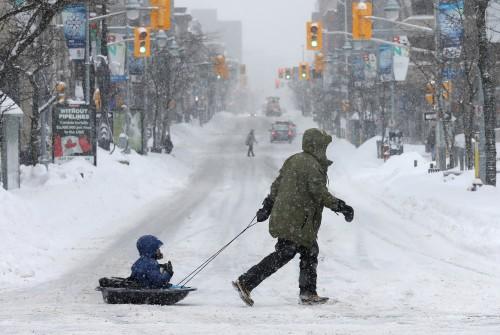 في إجراء نادر.. كندا تغلق المؤسسات التعليمية بسبب عاصفة ثلجية