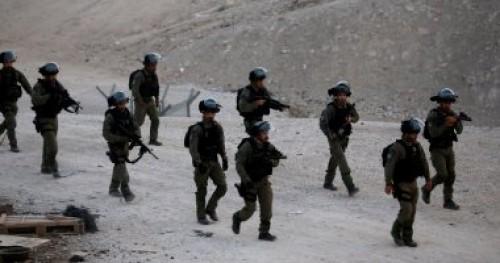 الاحتلال الإسرائيلي يصيب  فلسطينى بالرصاص والعشرات بحالات اختناق