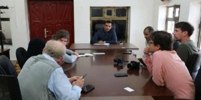 فريق إعلامي أجنبي يزور محافظة أرخبيل سقطرى