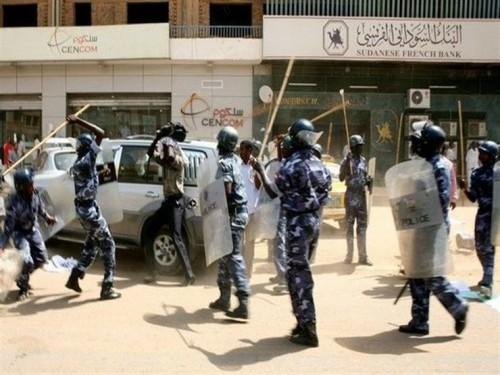 مقتل شرطي سوداني متأثراً بإصابته خلال الاحتجاجات