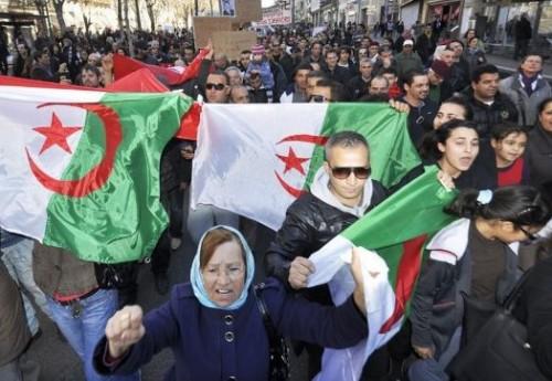 """مظاهرات جزائرية تطالب بإسقاط النظام رداً على ترشح """"بوتفليقة"""""""