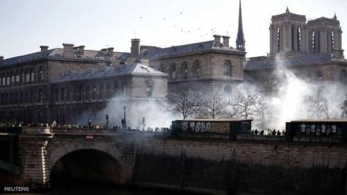 """فرنسا.. """"المسيل للدموع""""  لمواجهة السترات الصفراء في شهرها الثالث"""