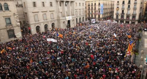 مسيرة سلمية ببرشلونة تطالب بالإفراج عن زعماء كتالونيا الانفصاليين