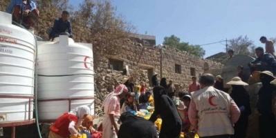 """"""" الهلال الإماراتي """" يواصل تنفيذ مشروع """" سقيا ماء """" في ريف تعز"""