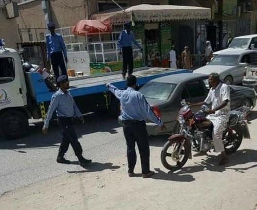 حملة توعوية لمحاصرة المخالفات المرورية في سيئون