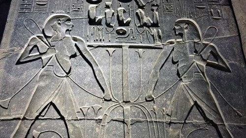 إحباط محاولة سرقة كنوز أثرية في نزلة السمان بمصر