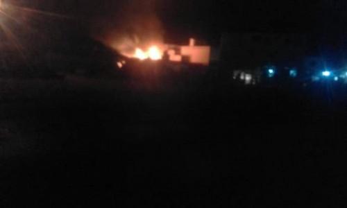 حريق يلتهم معمل أخشاب في مدينة الحامي بالشحر