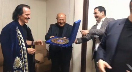 أوزباكستان تكرم الموسيقار العالمي ياني (فيديو)