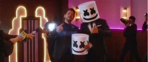 أغنية جديدة تجمع بين العالمي مارشميلو والنجم الهندي شاروخان (فيديو)