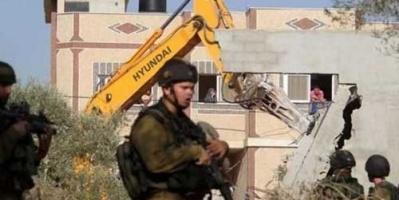 الاحتلال الإسرائيلي يخطر بهدم منازل ومحمية طبيعية جنوب الضفة الغربية