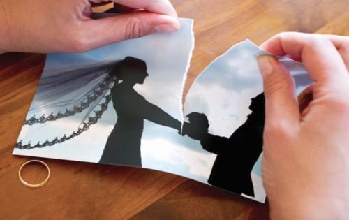 القصة الكاملة لمعلمة مغربية جمعت بين زوجين في آن واحد