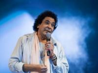 محمد منير يشعل حفله بالقرية العالمية بدبي (صور)