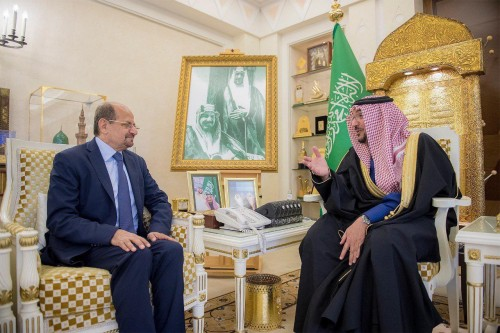 سفير اليمن بالسعودية يبحث مع أمير القصيم أوضاع الجالية وتسهيل معاملاتهم