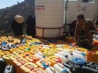 """إمارات الخير.. """"الهلال الأحمر"""" تروي ظمأ وتسد رمق اليمنيين"""