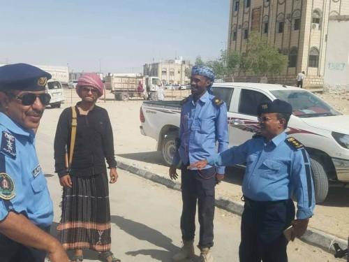 مدير عام شرطة السير بالمهرة يتفقد فرع مديرية شحن الحدودية