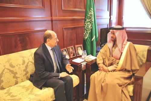 سفير اليمن بالسعودية يناقش أوضاع الجالية بمنطقة حائل
