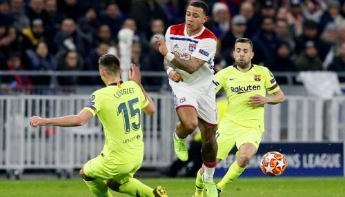 لاعبو ليون يتعرضون للسرقة أثناء مواجهة برشلونة
