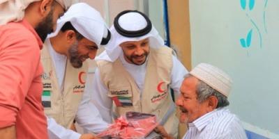 مساعدات إنسانية من الهلال الأحمر إلى دار المسنين في عدن (صور)