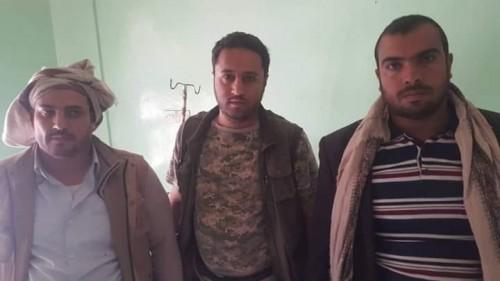 بنادق ومسدسات.. ماذا كان يحمل طاقم «المسيرة» الحوثية قبل أسرهم في حجور؟ (صورة)